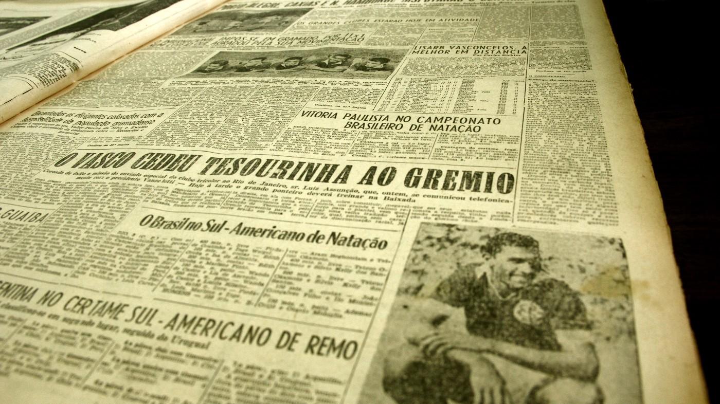 Em março de 1952, o diretor do Grêmio Luiz Assunção vai ao Rio de Janeiro e volta com Tesourinha de presente para a torcida gremista.
