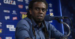 Tinga inicia trabalho na diretoria do Cruzeiro (Foto: Washington Alves/Light Press/Cruzeiro)