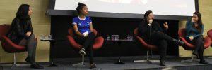 """Elen Campos, Cinthia Alves, Bárbara Gonçalves e Marina de Mattos Dantas, pesquisadora do GEFuT que foi mediadora da mesa """"Mulher no Futebol"""" (foto reprodução)"""