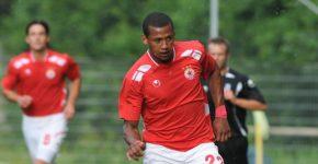 Eli Marques diz ter sido vítima de racismo na segunda divisão da Bulgária (Foto: Reprodução / Twitter)