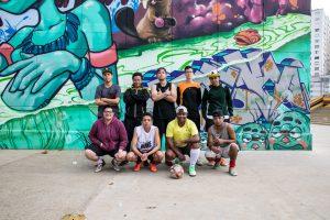 Foto oficial: integrantes do time dos 'Meninos Bons de Bola', formado só por jovens transgêneros, após o treino do último domingo (14) (Foto: Fábio Tito/G1)