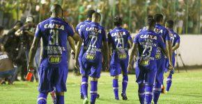Jogadores do Cruzeiro usaram camisas com frases da campanha na partida contra o Murici, em Alagoas (Foto: Thiago Parmalat/Light Press)