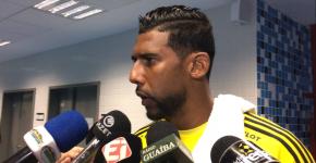 Aranha foi o centro das atenções após a partida entre Ponte e Grêmio (Foto: Eduardo Deconto)