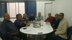 Secretário Roberto Fietz (ao centro), recepciona em seu gabinete comissão do Grupo da Liga da Canela Preta. (Foto: Banco de Imagens/NaçãoZ)