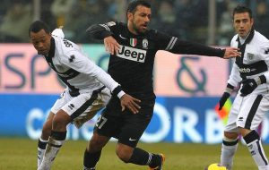 Fabiano Santacroce em ação pelo Parma contra a Juventus, na época com Fabio Quagliarella (Foto: Getty Images)